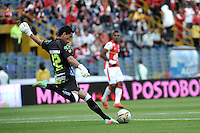 BOGOTA - COLOMBIA - 23-08-2015: Johnny Da Silva, portero de Atletico Huila en acción durante partido por la fecha 8 entre Independiente Santa Fe y Atletico Huila de la Liga Aguila II-2015, en el estadio Nemesio Camacho El Campin de la ciudad de Bogota.  durante partido por la fecha 5 entre Independiente Santa Fe y Aguilas Doradas de la Liga Aguila II-2015, en el estadio Nemesio Camacho El Campin de la ciudad de Bogota.  / Johnny Da Silva, goalkeeper of Atletico Huila, in action during a match of the 5 date between Independiente Santa Fe and Atletico Huila, for the Liga Aguila II -2015 at the Nemesio Camacho El Campin Stadium in Bogota city, Photo: VizzorImage / Luis Ramirez / Staff.