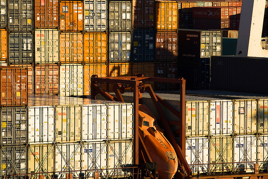 Cargo containers being offloaded from a ship, Beyonne , New Jersey, NJ, USA