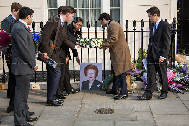 """London, 08/04/2013. Floral tribute outside the house of Baroness Margaret Thatcher. Members of the public, supporters and admirers pay tribute to the former British Prime Minister - also known as the """"Iron Lady"""" - who died today of a stroke at the age of 87."""