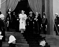La visite du Roi George VI au Canada en 1939.<br /> <br /> <br /> <br /> <br /> <br /> La visite du Roi George VI au Canada en 1939.<br /> <br /> <br /> <br /> <br /> <br /> Montreal's welcome to the King and Queen was a roar hours long. From 1;500;000 throats came cheers and cries of greeting; rising to a climax when their majestics appeared on the steps of the city hall. Here they are seen; the Queen bearing a beautiful bouquet; with jovial Mayor Houde of Montreal beside them; beaming the city's welcome. White-helmeted police and uniformed guards stand by. The mayor presented the King with an illuminated address just before Mrs. Houde gave the Queen the bouquet which is shown here; then the city's Golden Book was offered for their signatures. Their names were first in the new volume.<br /> <br /> [unknown]<br /> Picture, 1939,<br /> <br /> PHOTO : Toronto Star Archives - AQP