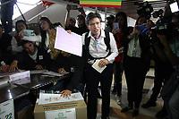 BOGOTÁ - COLOMBIA, 27-10-2019:Claudia López vota para alacalde de BogotáJornada de elecciones para alcaldes y gobernadores en Colombia./. Photo: VizzorImage / Felipe Caicedo / Satff