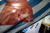 Kundgebung der Vereinigung der Verfolgten des Naziregimes/Bund der Antifaschisten am Mittwoch den 21. Oktober 2020 vor dem Berliner Abgeordnetenhaus. Die VVN/BdA protestiert gegen den Entzug der Gemeinnuetzigkeit durch die Berliner Finanzbehoerden aufgrund einer Erwaehnung im bayerischen Verfassungsschutzbericht. Fuer den bayerischen Verfassungsschutz ist die Organisation, die von Ueberlebenden des Naziregimes gegruendet wurde, eine linksextreme Organisation.<br /> Im Bild: Cornelia Kerth, Bundesvorsitzende der VVN/BdA.<br /> 21.10.2020, Berlin<br /> Copyright: Christian-Ditsch.de