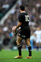 Dan Carter of New Zealand during the QBE Autumn International match between England and New Zealand at Twickenham on Saturday 16th November 2013 (Photo by Rob Munro)