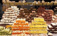 Nederland  Beverwijk  2017. De Bazaar in Beverwijk. De Bazaar in Beverwijk is al 37 jaar de plek waar uiteenlopende culturen samenkomen en is de grootste overdekte markt in Europa. De Bazaar bestaat uit verschillende marktdelen. Oosterse Markt. Turkse etenswaren. Kum Cakes.   Foto Berlinda van Dam / Hollandse Hoogte