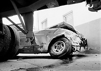 Accident routier entre une voiture et un camion, <br /> 15 Octobre 1973.<br /> <br /> Road accident between a car and a truck, October 1973<br /> <br /> PHOTO : Alain Renaud - Agence quebec Presse