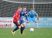 Sint Eloois Winkel Sport - FC Knokke :<br /> Sven De Rechter (L) probeert Ruben Vanraefelghem (R) voorbij te geraken<br /> <br /> Foto VDB / Bart Vandenbroucke