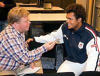 16-9-09, Netherlands,  Maastricht, Tennis, Daviscup Netherlands-France, Persconferentie Franse team, Jo WinfriedTjonga wordt geinterviewd