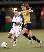 Christie Rampone races to the ball..USA 4, Mexico 0.PGE Park, Portland OR, October 17, 2007.