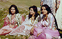 Irak 1963.Femmes kurdes a un pique-nique.Iraq 1963.Kurdish women at a picnic party