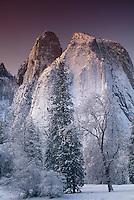 799451113 winter sunrise on the mountains in yosemite national park californiia