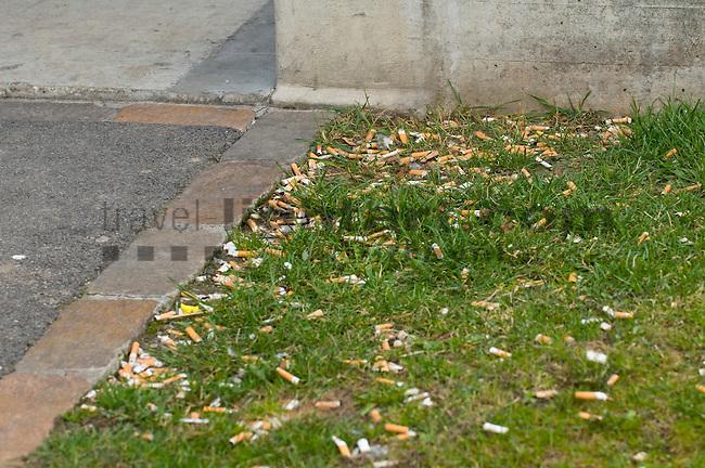 Trash, Cigarette end, Stub, Zigarettenstummel, Zigarettenstümmel, Airport, Zürich, Switzerland,, cigarette, objects, smoking, things, tobacco product, Dinge, Gegenstand, Gegenstände, Kippe, Kippen, Rauchen, Rauchware, Rauchwaren, Sachen, Tabak, Tabakwaren, Zigarette, Zigaretten, Zigarettenstuemmel, Botanik, Flora, Lebewesen, Natur, Pflanze, Pflanzen, Rasen, Vegetation, Wiese, Wiesen, botanic, botany, lawn, living being, meadow, nature, plant, plants, Abfall, Abfälle, Dreck, Kehricht, Muell, Müll, Pollution, Strandgut, Strandgüter, Umwelt, Umweltverschmutzung, Umweltverschmutzungen, Umweltzerstörung, environment, environmental issues, garbage, rubbish