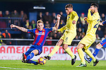Jonathan Dos Santos (r) of Villarreal CF fights for the ball with Lucas Digne of FC Barcelona during their La Liga match between Villarreal and FC Barcelona at the Estadio de la Cerámica on 08 January 2017 in Villarreal, Spain. Photo by Maria Jose Segovia Carmona / Power Sport Images