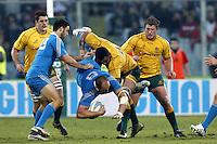 Firenze 24/11/2012 .Rugby test match Stadio Franchi Italia vs Australia .Nella foto un placcaggio di Wycliff Palu su Sergio Parisse.Photo Matteo Ciambelli / Insidefoto