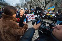Solidaritaets-Kundgebung fuer die Ukraine vor der Russischen Botschaft in Berlin.<br />Etwa 100 Menschen versammelten sich am Montag den 17. Maerz 2014 vor der Russischen Botschaft in Berlin um gegen die Politik der Russischen Praesidenten Putin und die Entscheidung des Referendums auf der Krim fuer eine Angliederung an Russland zu demonstrieren.<br />Unter den Kundgebungsteilnehmern waren auch die Europaabgeordnete  von B90/Die Gruenen Rebecca Harms und die Bundestagsabgeordnete von B90/Die Gruenen Marie-Luise Beck (im Bild bei einem Interview mit einem Ukrainischen TV-Sender). <br />17.3.2014, Berlin<br />Copyright: Christian-Ditsch.de<br />[Inhaltsveraendernde Manipulation des Fotos nur nach ausdruecklicher Genehmigung des Fotografen. Vereinbarungen ueber Abtretung von Persoenlichkeitsrechten/Model Release der abgebildeten Person/Personen liegen nicht vor. NO MODEL RELEASE! Don't publish without copyright Christian-Ditsch.de, Veroeffentlichung nur mit Fotografennennung, sowie gegen Honorar, MwSt. und Beleg. Konto:, I N G - D i B a, IBAN DE58500105175400192269, BIC INGDDEFFXXX, Kontakt: post@christian-ditsch.de]