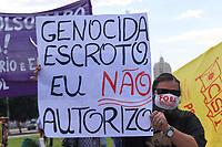 Rio de Janeiro, (RJ), 29/05/2021 - Protesto-RIo - Manifestantes protestam contra o governo de Jair Bolsonaro e pedem sua saída. O protesto ocorre em frente ao monumento de Zumbi do Palmares, em frente a Central do Brasil no centro da cidade.