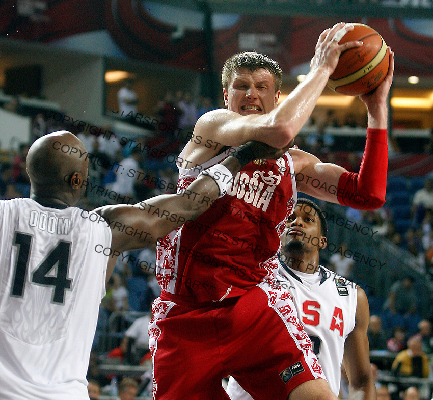 Andrey VORONTSEVICH (Russia) fights for the ball with Lamar ODOM (USA), Rudy GAY (USA) back, during the quarter-final World championship basketball match against USA in Istanbul, USA-Russia, Turkey on Thursday, Sep. 09, 2010..