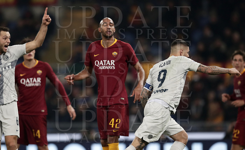 Football, Serie A: AS Roma - InterMilan, Olympic stadium, Rome, December 02, 2018. <br /> Inter's captain Mauro Icardi (r) celebrates after scoring  during the Italian Serie A football match between Roma and Inter at Rome's Olympic stadium, on December 02, 2018.<br /> UPDATE IMAGES PRESS/Isabella Bonotto