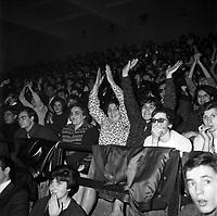 20 novembre 1965. Concert de Claude François. Observation: Soirée grand gala music-hall au Palais des sports (Place dupuy) :  Foule