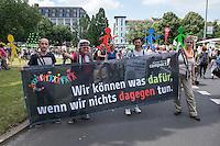 Tausende Menschen beteiligten sich am Sonntag den 19. Juni 2016 in Berlin an einer Menschenkette gegen Rassismus. Die Aktion fand bundesweit am 18. und 19. Juni in verschiedenen Staedten in Deutschland statt.<br /> 19.6.2016, Berlin<br /> Copyright: Christian-Ditsch.de<br /> [Inhaltsveraendernde Manipulation des Fotos nur nach ausdruecklicher Genehmigung des Fotografen. Vereinbarungen ueber Abtretung von Persoenlichkeitsrechten/Model Release der abgebildeten Person/Personen liegen nicht vor. NO MODEL RELEASE! Nur fuer Redaktionelle Zwecke. Don't publish without copyright Christian-Ditsch.de, Veroeffentlichung nur mit Fotografennennung, sowie gegen Honorar, MwSt. und Beleg. Konto: I N G - D i B a, IBAN DE58500105175400192269, BIC INGDDEFFXXX, Kontakt: post@christian-ditsch.de<br /> Bei der Bearbeitung der Dateiinformationen darf die Urheberkennzeichnung in den EXIF- und  IPTC-Daten nicht entfernt werden, diese sind in digitalen Medien nach §95c UrhG rechtlich geschuetzt. Der Urhebervermerk wird gemaess §13 UrhG verlangt.]