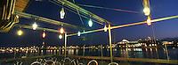 """33 Gironde/Bordeaux: Quais et bateau de croisière depuis la terrasse du restaurant l'Estaquade""""quai de """" queyries"""" sur la Garonne"""