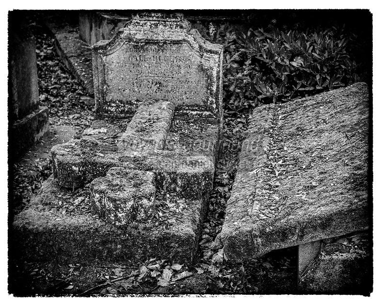 Europe/France/Ile de France/ Paris/75020: Cimetière du père Lachaise : Sépulture //  Europe / France / Ile de France / Paris / 75020: Père Lachaise cemetery: Burial