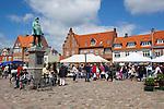 Denmark, Zealand, Koge: Torvet, Denmark's largest town square, on market day | Daenemark, Insel Seeland, Koege: Markt auf dem Torvet