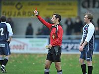 GD Ingooigem - NS Heule : scheidsrechter Alexander Van Parys geeft terecht rood aan een speler en de trainer van Heule..foto VDB / BART VANDENBROUCKE
