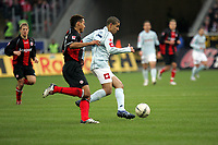 Jermaine Jones (Eintracht Frankfurt) im Zweikampf mit Mohamed Zidan (FSV Mainz 05)