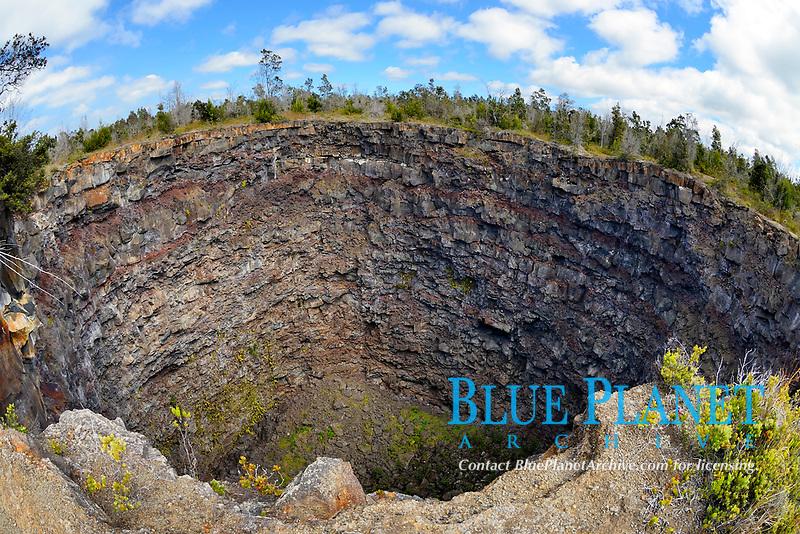 Devils Throat pit crater, Kilauea volcano, Hawaii, USA Volcanoes National Park, Big Island of Hawaii, USA