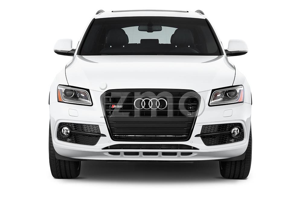 Car photography straight front view of a 2015 Audi SQ5 quattro tiptronic Premium 5 Door SUV