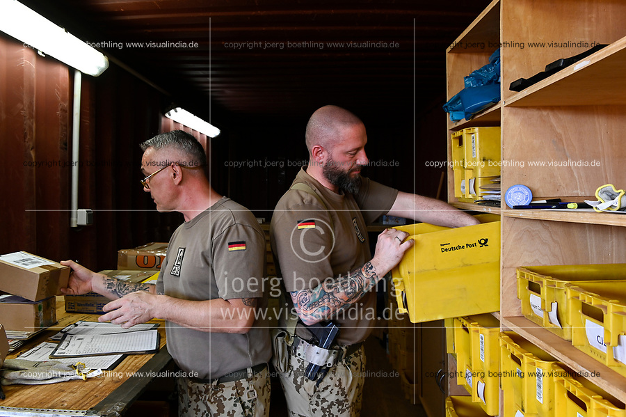 MALI, Gao, Minusma UN peace keeping mission, Camp Castor, german army Bundeswehr, field post office / Feldpostamt,  Stabsfeldwebel Oliver Zimmers, links