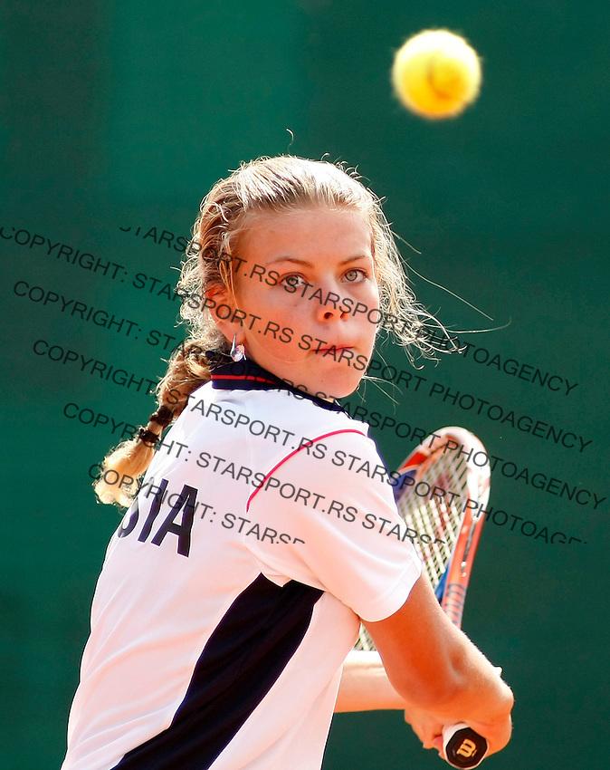 Tenis, World Championship U-14.Australia Vs. Russia.Isabella Beischer Vs. Ulyana Ayzatulina.Ulyana Ayzatulina, returnes.Prostejov, 02.08.2010..foto: Srdjan Stevanovic/Starsportphoto ©