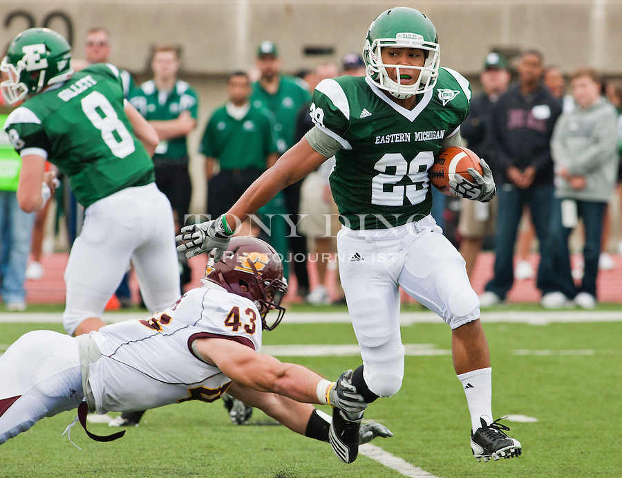 Eastern Michigan wide receiver Chaz Mitchell (29) evades a tackle from Central Michigan linebacker Nick Bellore (43) in the first quarter of an NCAA college football game, Saturday, Sept. 18, 2010, in Ypsilanti, Mich. (AP Photo/Tony Ding)