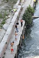 Roma 22/8/2004 <br /> Pesca sul Tevere. Foto Andrea Staccioli Insidefoto