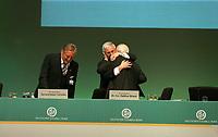 DFB-Ehrenpräsident Dr. Egidius Braun gratuliert DFB-Präsident Dr. Theo Zwanziger zu dessen Wiederwahl, daneben DFB-Ehrenpräsident Gerhard Mayer-Vorfelder<br /> 39. Ordentlicher DFB-Bundestag in der Rheingoldhalle<br /> *** Local Caption *** Foto ist honorarpflichtig! zzgl. gesetzl. MwSt. Es gelten ausschließlich unsere unter <br /> <br /> Auf Anfrage in hoeherer Qualitaet/Aufloesung. Belegexemplar an: Marc Schueler, Am Ziegelfalltor 4, 64625 Bensheim, Tel. +49 (0) 6251 86 96 134, www.gameday-mediaservices.de. Email: marc.schueler@gameday-mediaservices.de, Bankverbindung: Volksbank Bergstrasse, Kto.: 151297, BLZ: 50960101