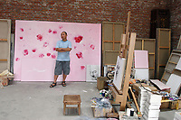 CHINA. Beijing. Chinese artist in his studio in Songzhuang district, east Beijing. 2007.
