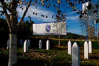 Srebrenica / Republika Srpska 2010.<br /> Memoriale di Potocari. Tombe delle vittime del massacro operato dalle truppe serbo bosniache l'11 luglio 1995. <br /> In Srebrenica massacre on July 1995 a large number of Bosniak men and boys have been massacred by the Bosnian Serb army led by general Ratko Mladic. <br /> Photo Livio Senigalliesi