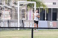 SÃO PAULO,SP, 05.07.2016 - FUTEBOL-CORINTHIANS - O jogador Alexandre Pato do Corinthians é visto correndo ao redor de um dos campos do Centro de Treinamento Joaquim Grava na região leste de São Paulo, nesta terça-feira, 05. (Foto: Vanessa Carvalho/Brazil Photo Press)