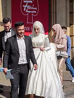 Brautpaar, Köln, Nordrhein-Westfalen, Deutschland, Europa<br /> wedding couple, Cologne, North Rhine-Westphalian, Germany, Europe