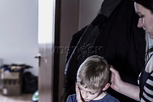 Alleinerziehende mit Kind vor Kinderzimmer, Hartz IV, Bochum<br /> <br /> *** HighRes auf Anfrage *** Voe nur nach Ruecksprache mit dem Fotografen *** Sonderhonorar ***<br /> <br /> Engl.: Europe, Germany, Bochum, unemployment benefit, Hartz IV, unemployed, unemployment, poverty, poor, social benefits, boy, single mother, child, 28 March 2012<br /> <br /> ***Highres on request***publication only after consultation with the photographer***special fee***