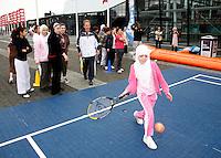 20-9-07, Netherlands, Rotterdam, Daviscup NL-Portugal, Streettennis met het Daviscupteam op het voorplein van Ahoy