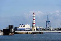 Leuchtturm und  Hafen von Malmö, Provinz Skåne (Schonen), Schweden, Europa<br /> lighthouse and port  in Malmo, Sweden