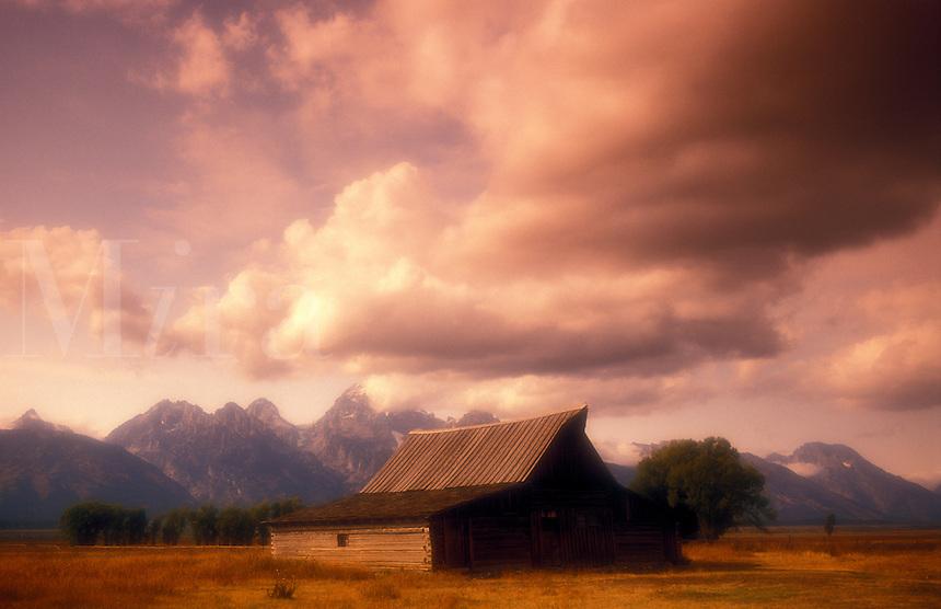 USA, Wyoming, Grand Teton National Park, Mormon Row, antique barn