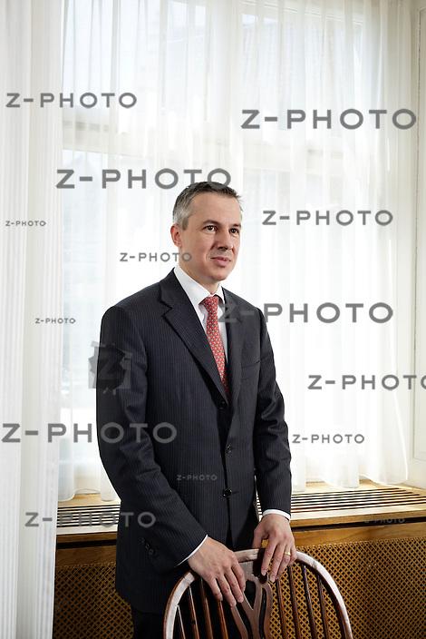Interview mit Dr. Adrian Kuenzi, CEO der Privatbank Notenstein am 28. Mai 2013 im Hauptsitz in St. Gallen<br /> <br /> Copyright © Zvonimir Pisonic