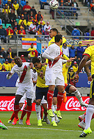 TEMUCO - CHILE – 21-04-2015: Jeison Murillo (Der.) jugador de Colombia, disputa el balón con Claudio Pizarro (Izq.) jugador de Peru, durante partido Colombia y Peru, por la fase de grupos, Grupo C, de la Copa America Chile 2015, en el estadio German Becker en la Ciudad de Temuco  / Jeison Murillo (R) player of Colombia, vies for the ball with Claudio Pizarro (L) player of Peru, during a match between Colombia and Peru, for the group phase, Group C, of the Copa America Chile 2015, in the German Becker stadium in Temuco city. Photos: VizzorImage /  Photosport / Dragomir Yankovic  / Cont.
