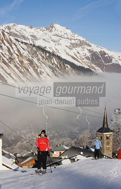 Europe/France/Rhone-Alpes/73/Savoie/Saint-Martin-de-Belleville: la sation village, son clocher et ses pistes