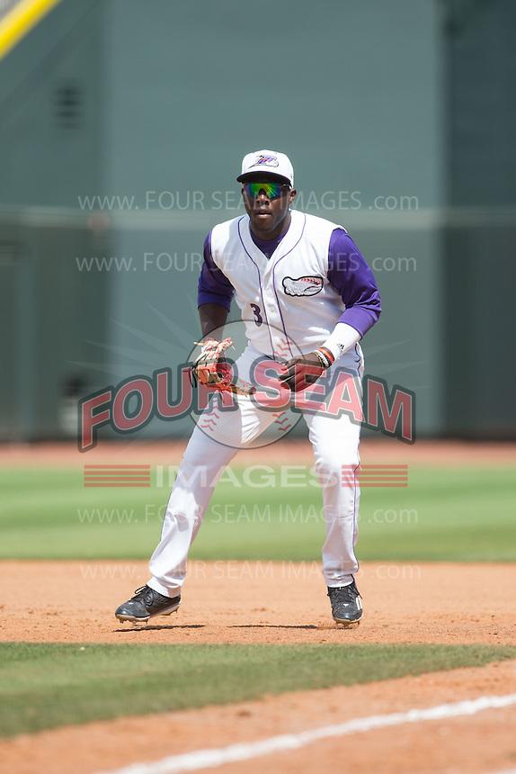 Winston-Salem Dash first baseman Marcus Davis (3) on defense against the Wilmington Blue Rocks at BB&T Ballpark on June 5, 2016 in Winston-Salem, North Carolina.  The Dash defeated the Blue Rocks 4-0.  (Brian Westerholt/Four Seam Images)