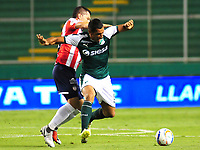 PALMIRA - COLOMBIA, 02-09-2018: Jose Sand (Der) del Deportivo Cali disputa el balón con Leonardo Pico (Izq) de Atlético Junior durante partido por la fecha 7 de la Liga Águila II 2017 jugado en el estadio Palmaseca de Cali. / Jose Sand (R) player of Deportivo Cali fights for the ball with Leonardo Pico (L) player of Atletico Junior during match for the date 7 of the Aguila League II 2017 played at Palmaseca stadium in Cali.  Photo: VizzorImage/ Nelson Rios / Cont
