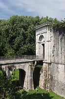 Europe/France/Aquitaine/64/Pyrénées-Atlantiques/Pays-Basque/Bayonne: La promenade des remparts construits par Vauban - La Porte d'Espagne
