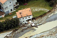 - flood in Valtellina, results of water erosion (July 1987)....- alluvione in Valtellina, effetti dell'erosione dell'acqua (luglio 1987)